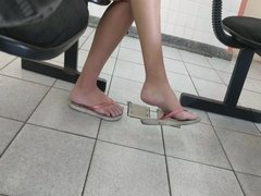 Candid public girl feet in flip flop hidden cam foot fetish