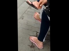 candid feet in flip-flops VID 20180626 150317031 HD