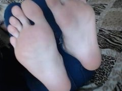 TWO CUTE BLONDES SHOWING SOLES