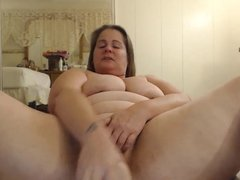 Curvaceous MILF with big booty looking for fun