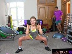 Fitness Rooms Blonde USA babe Lindsey Cruz
