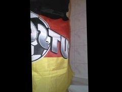 Das ist Deutschland: Fettsau pisst!