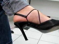 Toe wiggling in Black Heels