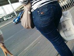 Big ass milfs in tight jeans