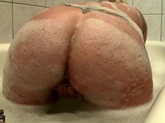 Big Fake Tits & Juicy Ass, Bath Time Orgasm!