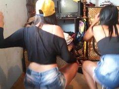 Novinhas Dancando Funk de Shortinho