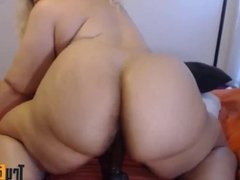 Texas ebony babe with clapping booty and creamy pussy