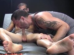 Homo got his toes sucked off and cum sprayed by a freak