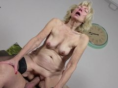 GERMAN MOTHER in STOCKINGS SEDUCE to FUCK with CUM ON BELLY