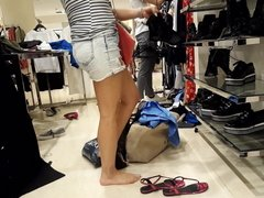 hot shoe shopping w her sexy bare feets toes