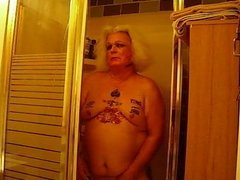 Kandy Showers Her PHAT Ass
