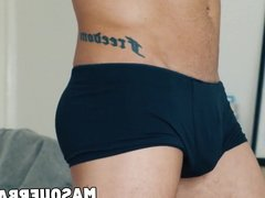 Muscular jock shows his sweet inked body and jerks off