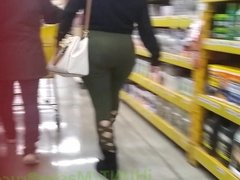 Thick Booty Latina In Green Leggings
