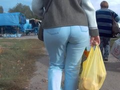 Big ass sexy mature milfs in tigth jeans