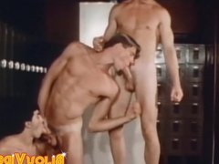 Homosexual threesome with athletic looking cock munchers