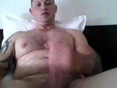 Beefy Muscle Daddy Wanks & Cums