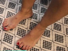 Feet Fetish - French Domina plays with nail polish