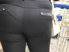 Big ass girls in tight pants