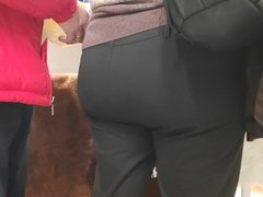Big butts mature in tight pants