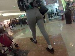 Man Look at this Girls wiegie azz no panties good jack off