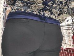 Big ass milfs in tight pants
