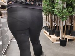 Bubble butts girls in tight yoga pants 3