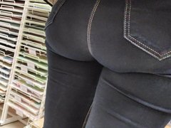 Awesome bubble butts sexy milfs in tight jeans