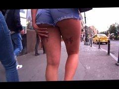 safada tatto lacinhos com seu minishort mostrando a bunda
