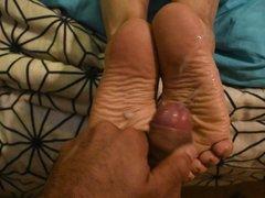 Huge cumshot in the wrinkled soles of my wife