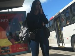Camel toe from teen in bus stop