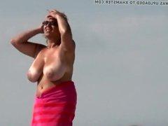 Voyer on The Beach - Milf got Huge Tits 3